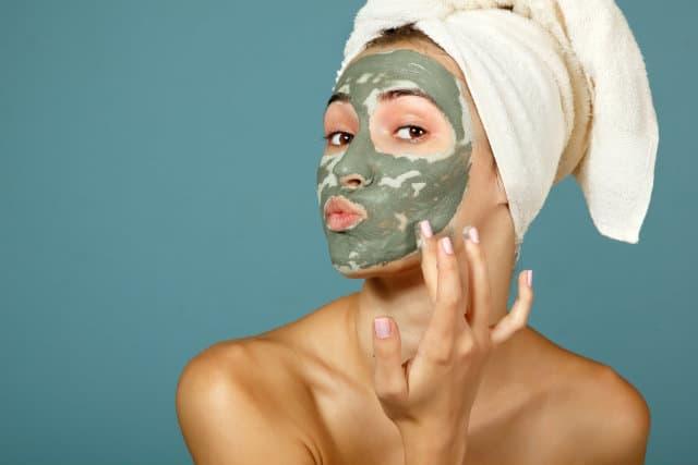 Aloe face mask application